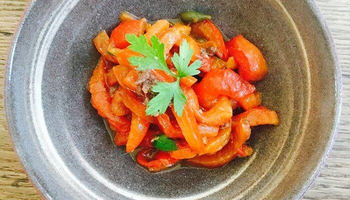 Une salade rafraîchissante aux poivrons