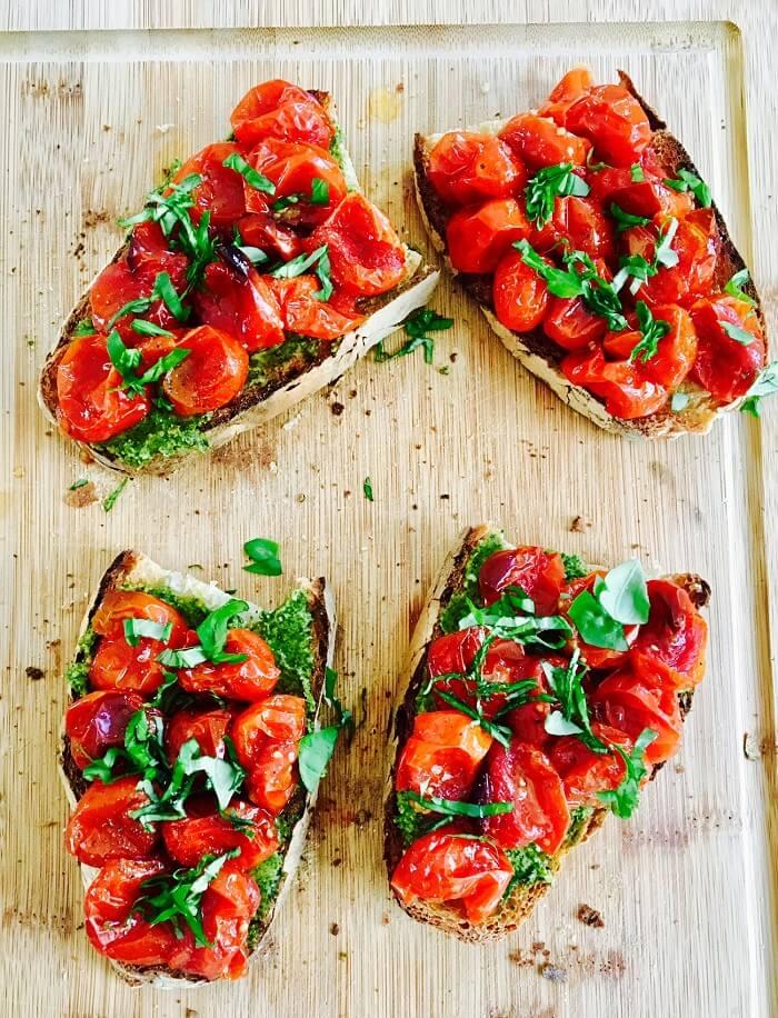 Bruschetta pesto & tomates confites